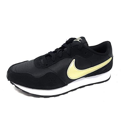 Nike MD Valiant (GS), Zapatillas para Correr Unisex niños, Black Mtlc Gold Star White, 40 EU