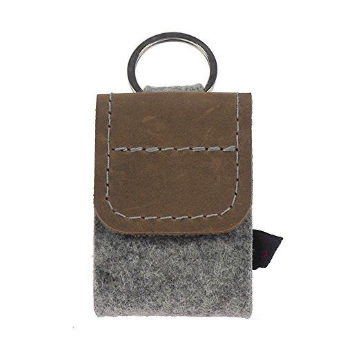 Premium Schlüsselanhänger-Taschenapotheke von ebos | Globulitasche aus echtem Wollfilz und Leder | 4 Schlaufen für Globuli-Röhrchen | Globuli-Etui zur Aufbewahrung homöopathischer Mittel (Leder braun)