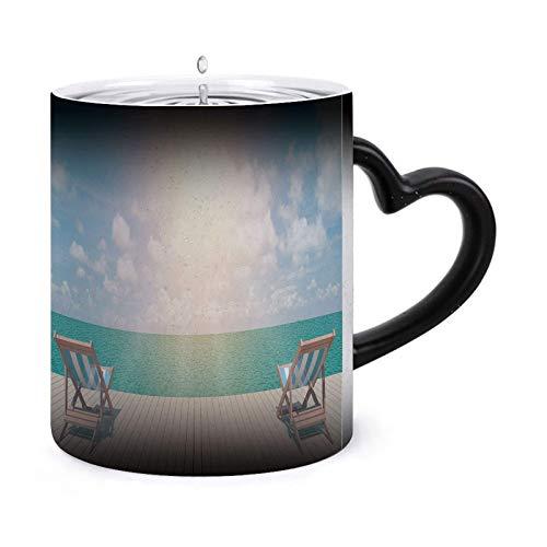 Vista panorámica de dos sillas y una taza de café blanca: una taza morphing de 11 oz Taza de cerámica sensible al calor que cambia de color ¡Imagen ndash cuando se agrega líquido CALIENTE! 68443