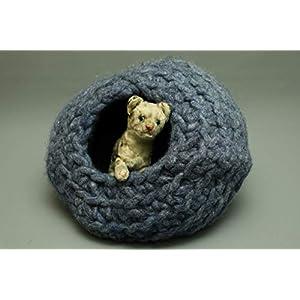 Flauschige Katzenkugel in Dunkelblau aus Schafwolle