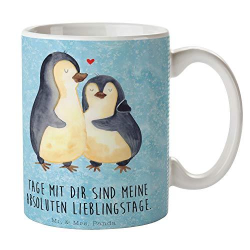 Mr. & Mrs. Panda Tee, Frühstück, Tasse Pinguin umarmend mit Spruch - Farbe Eisblau
