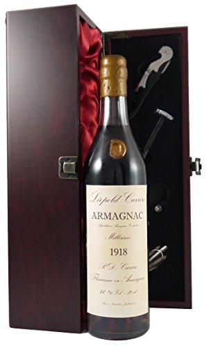 Leopold Carrere Vintage Armagnac 1918 (70cl) in einer mit Seide ausgestatetten Geschenkbox. Da zu vier Wein Zubehör, Korkenzieher, Giesser, Kapselabschneider,Weinthermometer, 1 x 700ml