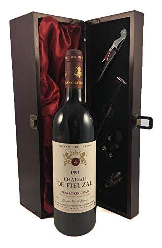 Chateau de Fieuzal 1991 Pessac Leognan in einer mit Seide ausgestatetten Geschenkbox, da zu 4 Weinaccessoires, 1 x 750ml