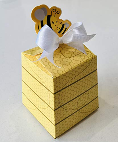 O2 Bumble Bee Beauties Beehive Candle Gift - The British Beeswax comes from bees that have organically fed on forest, wildflower and gorse blossom and is sourced from only the most natural hives