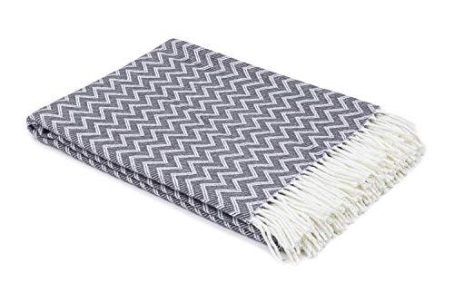 myHomery Decke aus Baumwolle - Tagesdecke leicht und kuschelig - Made IN EU - Wolldecke mit Zick-Zack Muster - Wohndecke Fransen - Kuscheldecke modern & hochwertig - Weiß/Anthrazit | 130 x 170 cm