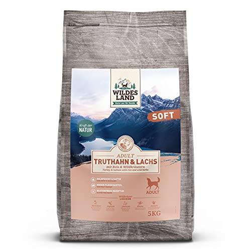 Wildes Land | Halbfeuchtes Trockenfutter für Hunde | Truthahn & Lachs | 5 kg | Soft mit Reis und Wildkräutern | Glutenfrei | Extra viel Fleisch | Für alle Hunderassen | Beste Akzeptanz