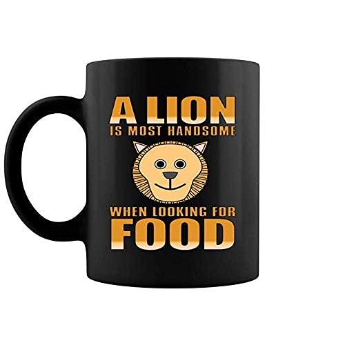 N\A Un león Hambriento Que Parece Guapo para la Comida Hombres Mujeres Taza de café