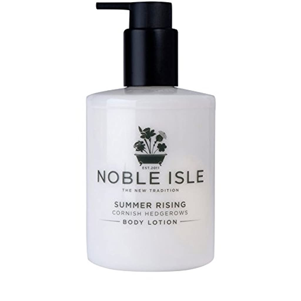 飛ぶ忌まわしい偏見コーニッシュ生け垣ボディローション250ミリリットルを上昇高貴な島の夏 x4 - Noble Isle Summer Rising Cornish Hedgerows Body Lotion 250ml (Pack of 4) [並行輸入品]
