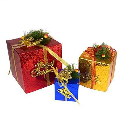 Set van 3 verschillende kleuren kerstcadeau doos kerstboom ornamenten scene lay-out