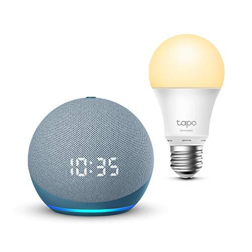 Echo Dot (4.ª generación) con reloj, Azul grisáceo + TP-Link Tapo Bombilla Inteligente (E27), compatible con Alexa