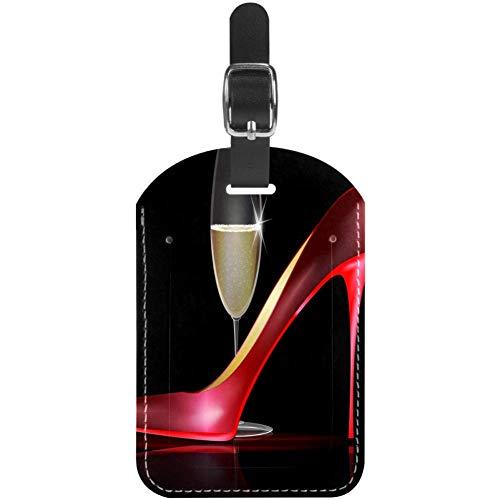 Etiquetas para equipaje de cuero rojo con tacones altos y champán para...