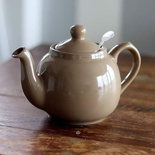 ロンドン郊外の住宅地にデザインオフィスとショールームを構えるロンドンポタリーのティーポット。ころんとしたフォルムが可愛いですね。茶葉がポット中に広がるため香りをしっかりと楽しむことができるのも嬉しい。