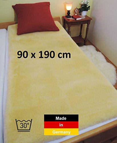 Lammfelldecke, Lammfell Bettauflage LANABEST 90 x 190 cm. Premium Qualität aus deutscher Produktion. Schadstoffarm. Medizinische Gerbung, 30°C waschbar. Unterbett aus Merino Lammfellen mit einem besonders dichten und zarten Fell. Lammfelle und Bettauflagen werden in Deutschland hergestellt. LANABEST 90 x 190 cm
