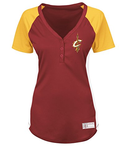 VF VSG Damen NBA Fanatic Outlook Short Sleeve Raglan Knopfleiste Tee, Damen, NBA Women Fanatic Outlook Short Sleeve Raglan Placket Tee, Dark Garnet/Yellow Gold/White