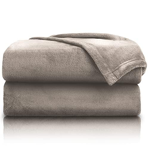 PURE LABEL 2er Set Kuscheldecke Taupe 150x200 cm mit Premium Soft Finish. Doppelpack Hochwertige, Flauschige Fleecedecke als Wohndecke, Tagesdecke oder Sofaüberwurf