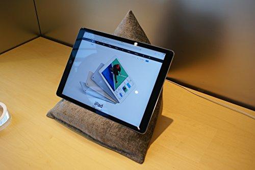 Edge Beanbags Techbed Maxi iPad PRO da 12,9', Tablet di Grandi Dimensioni, eBook Reader e Book Stand Cuscino di Supporto per Borsa di Fagioli per Tutti i dispositivi Fino a 12,9' (Gunmetal Grigio)