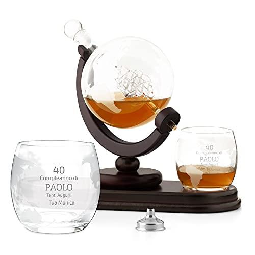 Maverton Decanter per Whisky in vetro - incisione personalizzata - Caraffa a forma di mappamondo da 850 ml + 2 bicchieri da whisky - regalo uomo - compleanno
