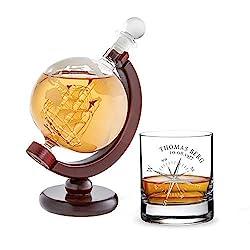 AMAVEL Whiskykaraffe Globus mit innenliegendem Segelschiff und Whiskyglas mit Kompass Gravur, Personalisiert mit Name und Datum