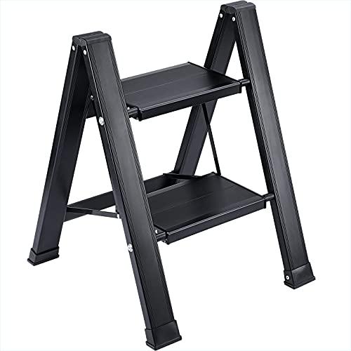 Synlyn Escalera plegable con 2 escalones plegable taburete escalonado Escalón plegable de aluminio, plegable escalera doméstica fácil de hasta 200 kg Diseño escandinavo de grano de madera / negro