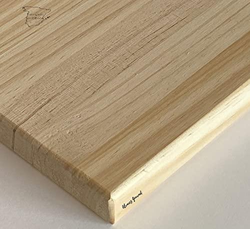 Tabla de cortar de madera, 40x30x2,5cm. Fabricada en España, con patas de silicona que mejoran la adherencia.