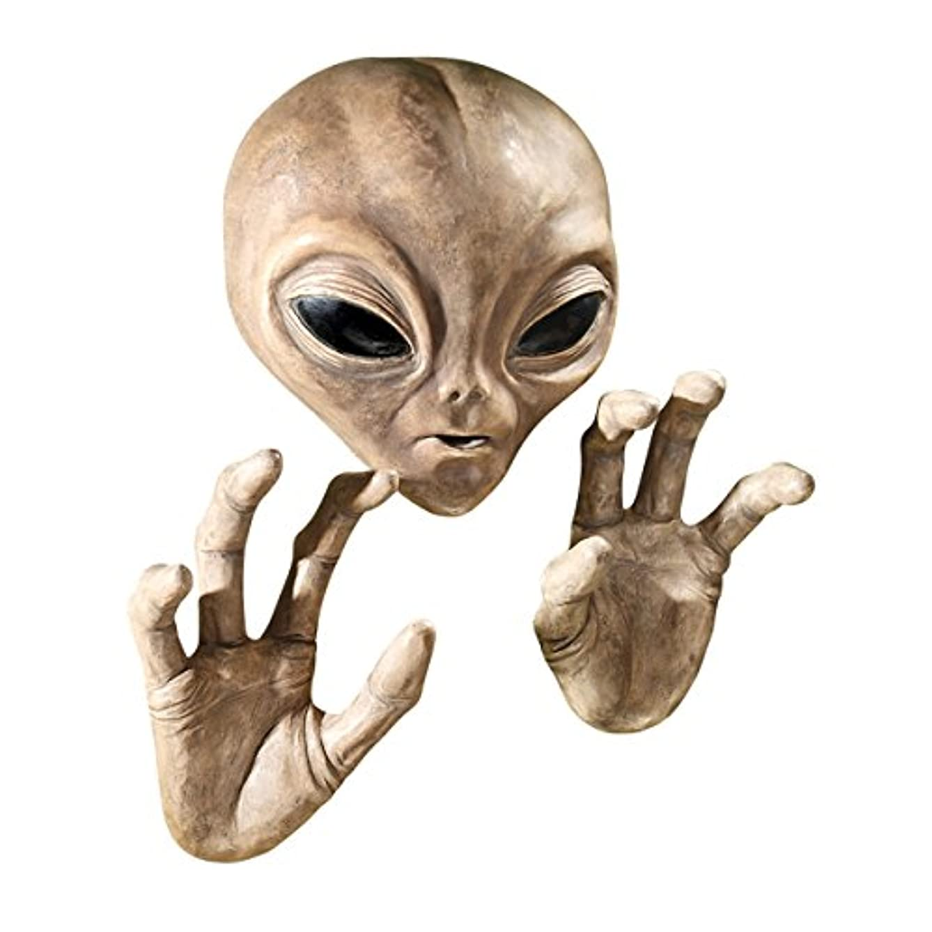 Design Toscano Roswell The Alien Plaque