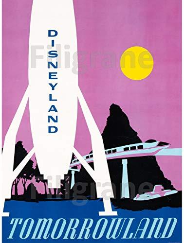 PostersAndCo TM Disneyland Tomorrowland Rufm-Poster/Kunstdruck 80 x 110 cm (auf Papier 90 x 120 cm) d1 Poster Vintage/Retro