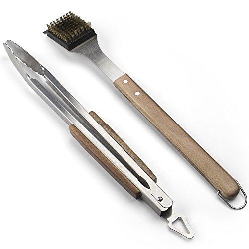 Rustler Grillbesteck Set aus Edelstahl in Silber mit Holzgriffen aus FSC® 100% Akazie 2tlg Grillzubehör: Grillzange (45,5 cm) mit Aufhänge-Öse und Feststellmechanismus, Grillbürste (46 cm)