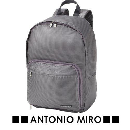 Mochila plegable, colección Antonio Miró, poliéster. 26x42x19cm.