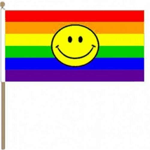 Flagmania® 12 Stück Rainbow Smiley (LGBT) 30,5 x 45,7 cm große Hand winkende Flaggen + 59 mm Button Badge