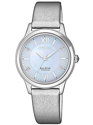 CITIZEN Damen Analog Eco-Drive Uhr Super Titanium Perlmuttzifferblatt Silber EM0720-18D