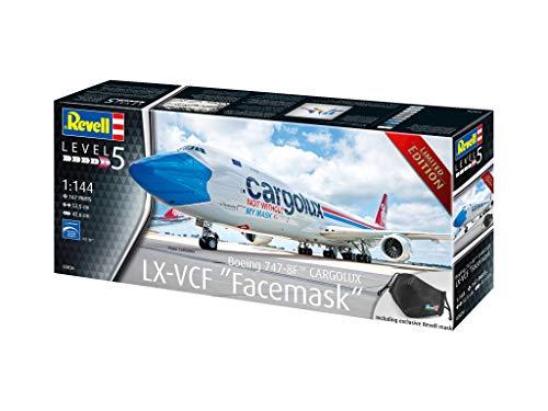 Revell 03836 Edition Boeing 747-8F CARGOLUX LX-VCF not withour My mask, Flugzeugmodell 1:144, 52,5 cm, inkl. Mund-/Nasenschutz originalgetreuer Modellbausatz für Experten, unlackiert