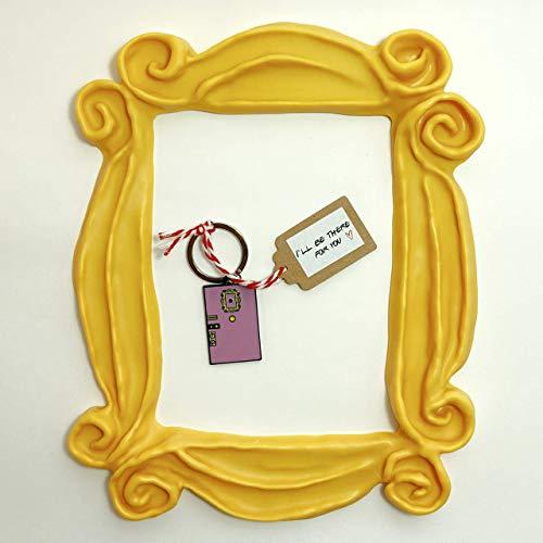 MARCO para la mirilla de la puerta y preciosa réplica de la puerta de Mónica en LLAVERO. Present for your Friends.
