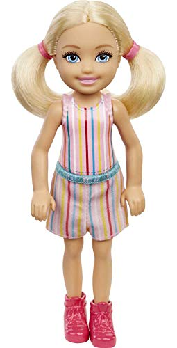 Barbie Muñeca Chelsea (rubio de 6 pulgadas) con falda con estampado de rayas y botas rosas, regalo para niños de 3 a 7 años