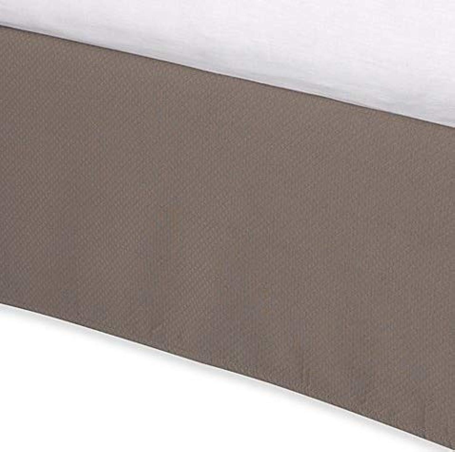 ストライプ契約熟読Diamond Matelasse テーラードクイーンベッドスカート トープ(ドロップ丈38.1cm)
