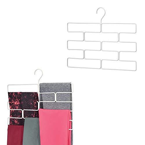 mDesign kompakte Hängeaufbewahrung für Yogahosen, Leggings usw. – platzsparender Accessoire-Organizer für den Kleiderschrank – geometrisch geformter Hosenbügel mit acht Öffnungen – weiß