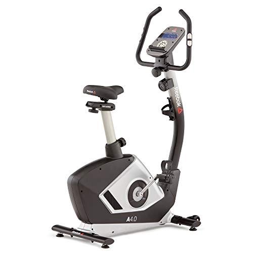 Reebok A4.0 - Bicicleta estática Volante de inercia de 6 kg, 8 niveles de resistencia, Pantalla LCD de 5,5', Sensores de pulso, Sin conexión a la red eléctrica, Ruedas para transportar