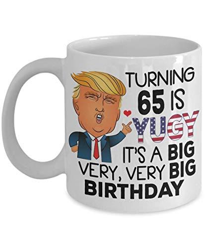 N\A 65.o Regalo de cumpleaños Taza de café de Donald Trump - Cumpliendo 65 años es Yuge - Idea de Regalo de 65 años para Hombres, Mujeres, Taza de té Navidad, Navidad 11oz