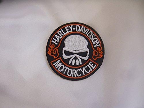 "Harley Davidson, toppa termoadesiva, di circa 6 cm, con frase in lingua inglese ""Motorcycle Club Skull Eagle Shield"""