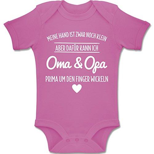 Shirtracer Sprüche Baby - Oma und Opa um den Finger Wickeln - 3-6 Monate - Pink - BZ10 - Baby Body Kurzarm Jungen Mädchen