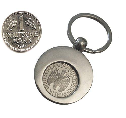WallaBundu Geschenkidee zum 56. Geburtstag. 1 DM von 1964 im Münzhalter (auch für Einkaufswagen). Echte Münze aus Umlauf und Taschenkalender als Nachdruck. Originell angewandte Nostalgie…