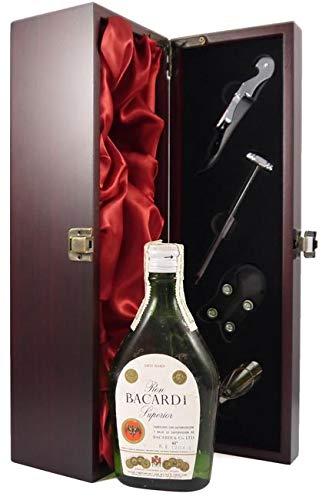 Bacardi Superior Rum Spanish Bottling 1960's 20cl in einer mit Seide ausgestatetten Geschenkbox, da zu 4 Weinaccessoires, 1 x 200ml
