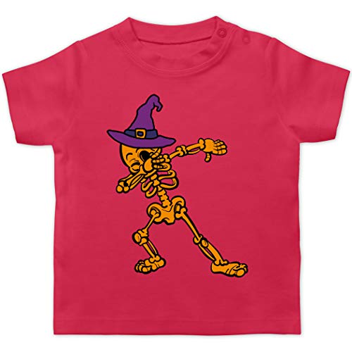 Halloween Baby - Dabbing Skelett mit Hexenhut - 3/6 Monate - Fuchsia - T-Shirt - BZ02 - Baby T-Shirt Kurzarm