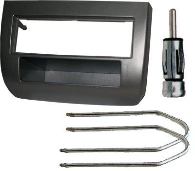 Kit Mascherina montaggio autoradio 1 din più un connettore per antenna più set chiavi smontaggio radio. Consulta la sezione 'DESCRIZIONE' per vedere la compatibilità dei veicoli.