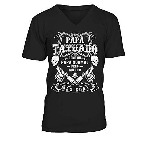 TEEZILY Camiseta de Pico Hombre *** PAPÁ Tatuado *** - Negro - S
