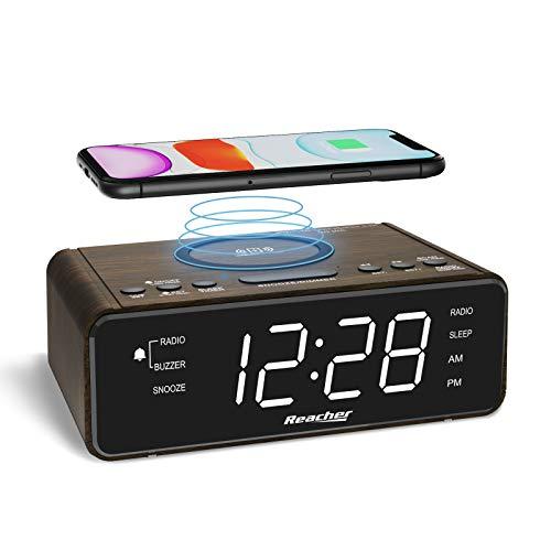 REACHER Digitaler Holz Radiowecker mit QI Ladefunktion,Großes Display mit 6-stufigem Dimmer,USB-Ladeanschluss,2 Wecktöne,Einstellbare Lautstärke,12/24H,Batterie-Backup,LED-Uhr für Schlafzimmer