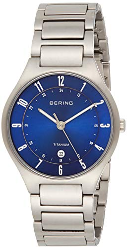 BERING Herren Analog Quarz Titanium Collection Armbanduhr mit Titan Armband und Saphirglas 11739-707