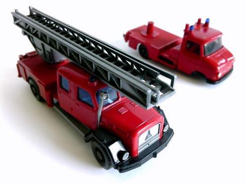 Magirus-Deutz Saturn und Opel Blitz. 2 Feuerwehr Leiterwagen