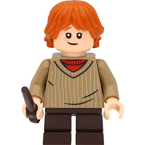 LEGO Harry Potter Minifigur: Ron Weasley (dunkelbeiger Pullover) als Kind mit Zauberstäben