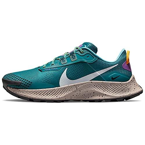 Nike Pegasus Trail 3, Zapatillas para Correr Hombre, Mystic Teal Dk Smoke Grey Univ Gold Wild Berry Fossil Stone Turquoise Blue, 42.5 EU
