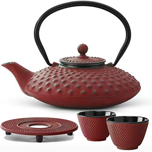Bredemeijer Teekanne asiatisch Gusseisen Set rot 0,8 Liter mit Tee-Filter-Sieb mit Stövchen und Teebecher (2 Tassen) rot